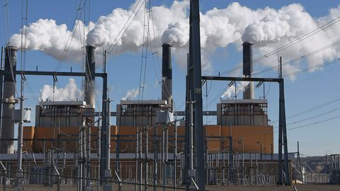 steam-rises-from-the-stakes-of-the-coal-fired-jim-bridger-power-plant-outside-point-of-the-rocks-wyoming_4911613.jpg