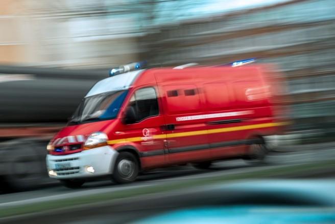 7782980833_un-camion-de-pompiers-illustration